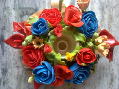 Air Dry Clay Project Ideas http://www.craft-ideas-guide.com/air-dry-clay-flower-centerpiece.html