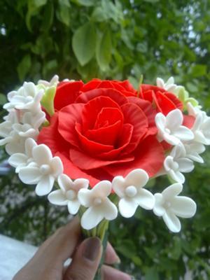 cold porcerlain roses bouquet