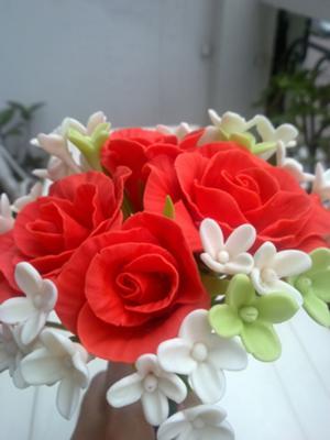 red cold porcerlain roses